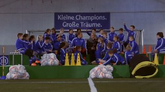 """""""Wie viel verdienst du?"""": Manuel Neuer stellt sich den Fragen wissbegieriger Kids"""