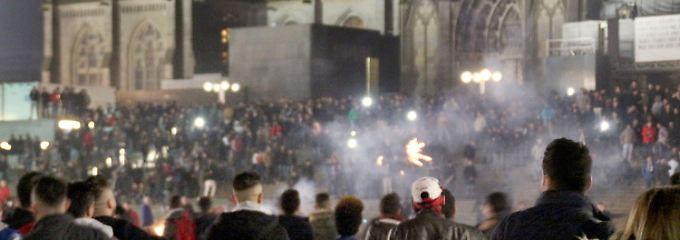 In der Nacht auf Neujahr hatten in Köln große Gruppen von Männern Frauen umzingelt, bestohlen und sexuell bedrängt.