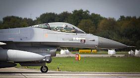 Ein F-16-Kampfjet