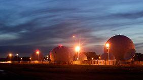 Radarkuppeln stehen auf der Abhörstation des BND in Bad Aibling.