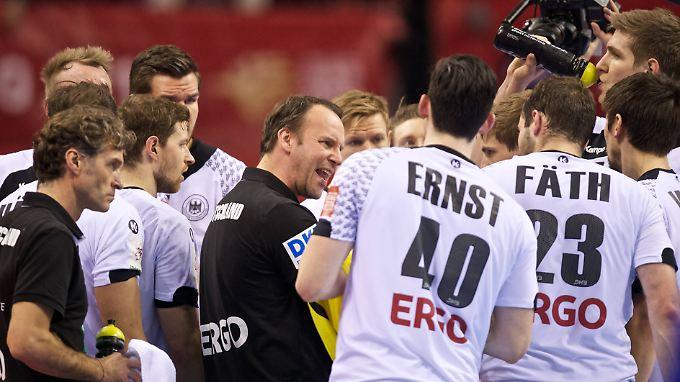 Das Spiel war noch nicht ganz zu Ende, als Ernst aufs Spielfeld lief.