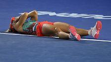 """""""Ich fühle mich so geehrt, ich bin Grand-Slam-Siegerin, das ist so verrückt, so unglaublich"""", sagte Kerber bei der Siegerehrung mit immer wieder kippender Stimme."""