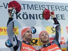 Tobias Arlt und Tobias Wendl jubeln über ihren Erfolg.
