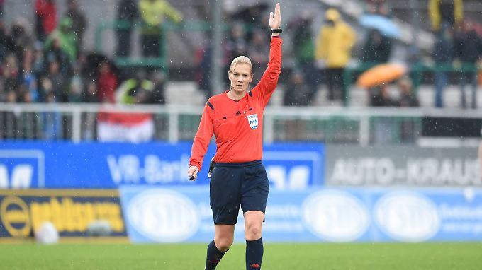 Die 36 Jahre alte Polizeibeamtin aus Hannover konnte die Partie der Preußen gegen Rot-Weiß Erfurt (2:0) nur in der ersten Halbzeit pfeifen.