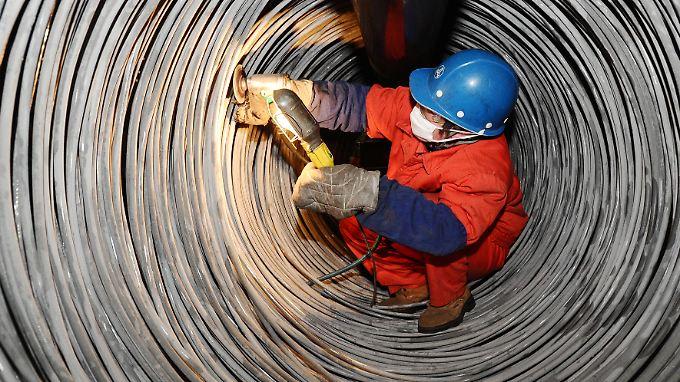 Allein in Chinas Stahlindustrie stehen 400.000 Jobs auf der Kippe.