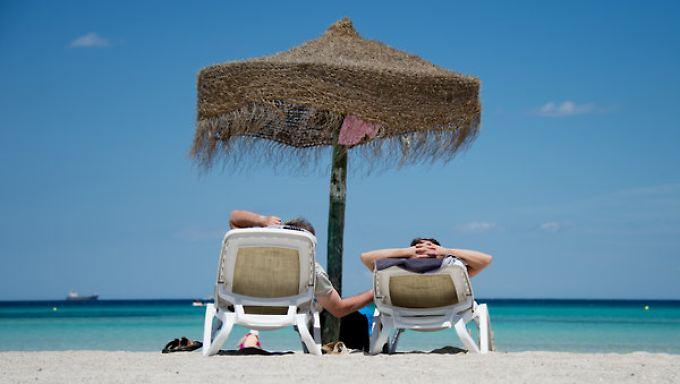 Pauschal oder individuell reisen?: So können Urlauber bei der Buchung ordentlich sparen