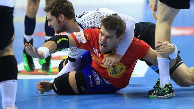 Am Boden: Spaniens Handballer nach dem Debakel gegen Deutschland.