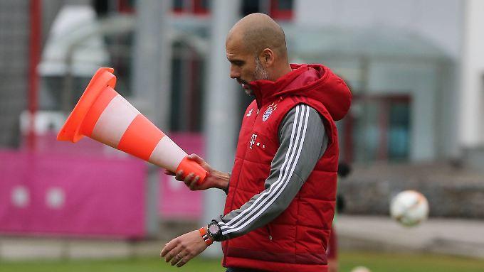 In der neuen Saison wird Josep Guardiola bei Manchester City zum Chef der Hütchenaufsteller.
