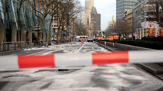 Berliner Polizei ermittelt: Illegales Autorennen endet für Unbeteiligten tödlich