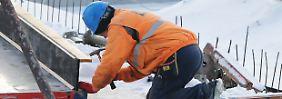 Handwerk hat gefrorenen Boden: Je nach Witterungsbedingung fluten in der kalten Jahreszeit Zehntausende Fachkräfte saisonal in die Arbeitslosenstatistik.