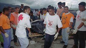 73 Leichen können geborgen werden, von 166 Menschen fehlt bis heute jede Spur.