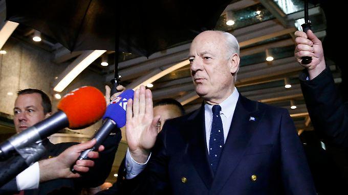 Staffan de Mistura will die Friedensgespräche in Genf retten. Deshalb setzt er sie aus.