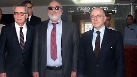 Thomas de Maizière mit seinen Amtskollegen Panagiotis Kouroumblis und Bernard Cazeneuve
