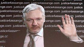 Assange gab per Videoschaltung eine Pressekonferenz.