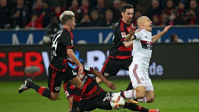 Arjen Robben stand in der Leverkusen in der Startelf des FC Bayern, hinterließ aber auf dem Rasen wenig Eindruck.