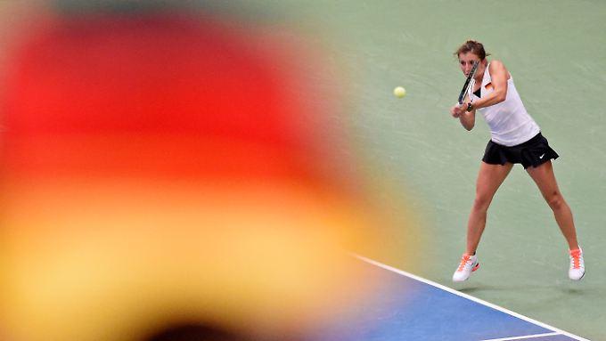 Annika Beck wahrte die Chancen auf einen schwarzrotgoldenen Tennissieg gegen die Schweiz. Doch im Doppel platzte der Traum vom Halbfinaleinzug beim Fed-Cup.