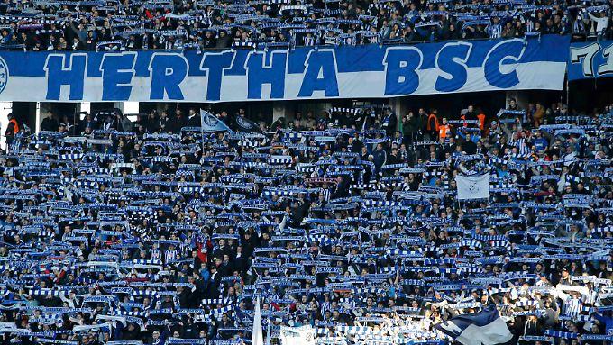 Hertha-Fans warten schon ewig auf Pokalwunder.