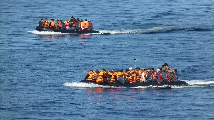 Rund um die Inseln wie Lesbos stranden tägliche neue Flüchtlinge.