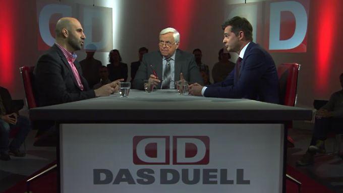 """Mike Mohring (r.) und Ahmad Mansour (l.) mit """"Das Duell""""-Gastgeber Heiner Bremer."""