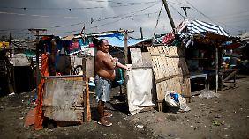 Trotz des beeindruckenden Wachstums hält sich die Armut im Land hartnäckig: Rund 30 Millionen Menschen gelten als arm.
