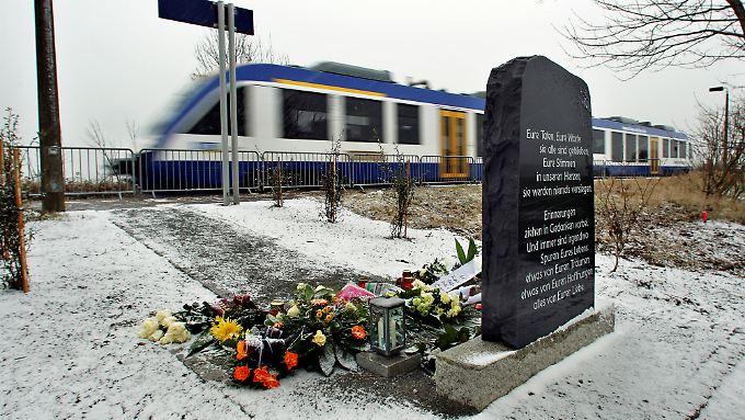 Im dichten Nebel starben Ende Januar 2011 bei dem Frontalzusammenstoß eines Güterzuges mit einer Regionalbahn in der Magdeburger Börde zehn Menschen.