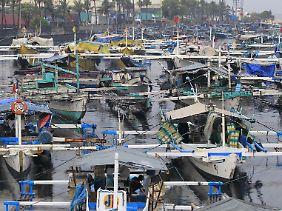 Fischerboote im Manila Bay.