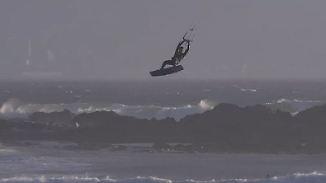 """Brite schreibt Geschichte: Kitesurfer krönen in Kapstadt den """"King of the Air"""""""