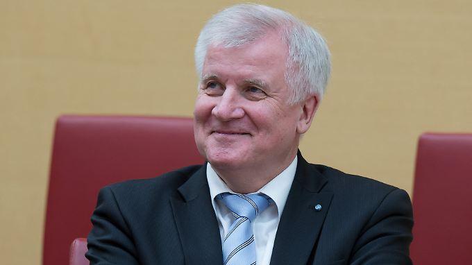Horst Seehofer keilt ordentlich gegen Kanzlerin Angela Merkel.