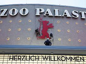 Am Kino Zoopalast wird noch gebaut - bald geht auch hier die 66. Berlinale los.