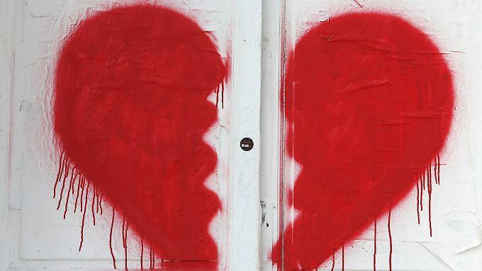 Ein gebrochenes Herz kann körperliche Schmerzen bereiten.