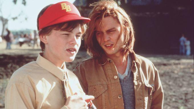 """Damals nicht die besten Freunde: Leonardo DiCaprio (l.) und Johnny Depp in """"Gilbert Grape - Irgendwo in Iowa""""."""