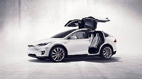 X ist das Luxusmodell von Tesla, es fährt vollelektrisch.