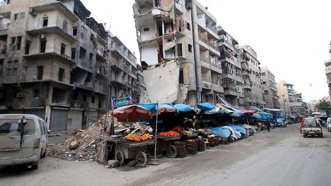 Straßenszene in Aleppo: Ein Leben in den Trümmern ist für viele Menschen nahezu unmöglich.