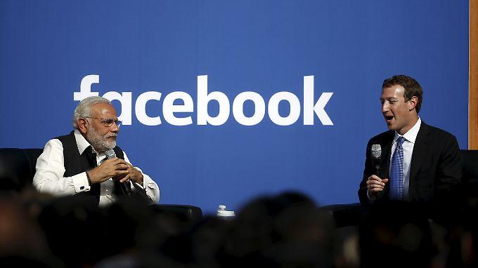 Facebook-Gründer Mark Zuckerberg (li.) mit Indiens Premierminister Narendra Modi.