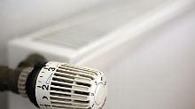 Verfügt ein Mietshaus über eine Gas-Zentralheizung, hat oft der Vermieter den Vertrag mit dem Versorger abgeschlossen. Doch Mieter können ihn von einem Anbieterwechsel überzeugen.