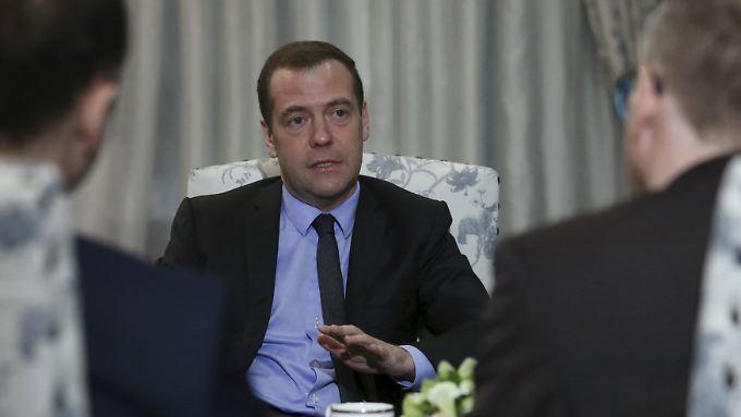 """""""Die europäische Migrationspolitik ist völlig gescheitert. Alles ist ganz furchtbar"""": Dimitri Medwedjew geht davon aus, dass Europa die Flüchtlinge """"eingeladen"""" hat."""