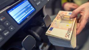 Letzter Ausweg Bargeld?: Kleinsparern drohen Strafzinsen