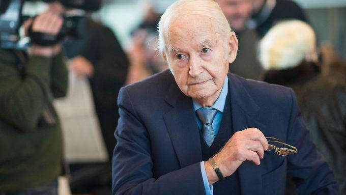 Der Auschwitz-Überlebende Leon Schwarzbaum berichtete am zweiten Prozesstag von den Grausamkeiten der SS-Wachmänner.