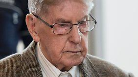 Wird er reden? Der ehemalige KZ-Wachmann Reinhold H. vor Gericht.