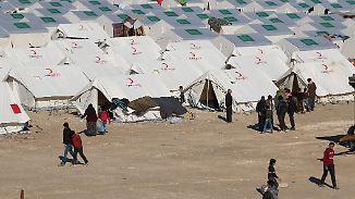 Zehntausende an türkischer Grenze: Aleppo-Flüchtlinge müssen unter schlimmsten Bedingungen ausharren