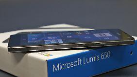 Der Metallrahmen lässt das Gerät hochwertiger als teurere Lumias wirken.