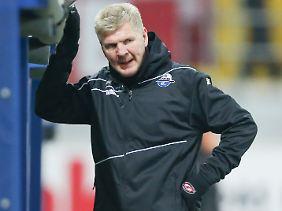 Stefan Effenbergs Trainerstuhl beim SC Paderborn wackelt mehr denn je.