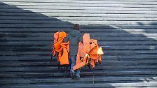 Ein Mahnmal für Menschlichkeit: Ai Weiwei verpackt Konzerthaus in Schwimmwesten