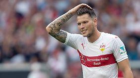 Für Stuttgarts Daniel Ginczek beginnt die Saison nach seinem Bandscheibenvorfall nicht neu. Sie ist wegen eines Kreuzbandrisses beendet.