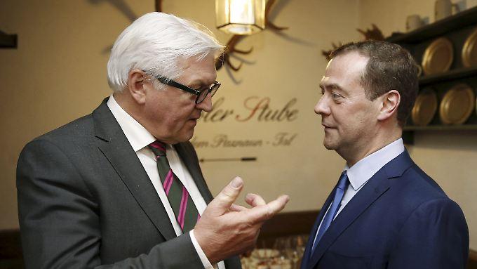 Außenminister Frank-Walter Steinmeier und der russische Ministerpräsident Dimitri Medwedew in München.