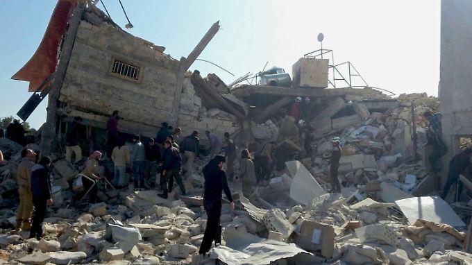 Das von den Bomben getroffene Krankenhaus liegt in Trümmern.