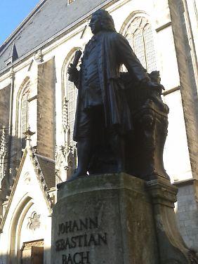 Die Bach-Statue vor der Thomaskirche.