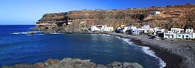 Fuerteventura lädt mit seiner wilden Landschaft zu Allerlei Wassersportarten ein.