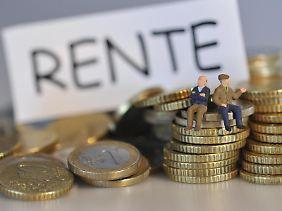 Die vorgeschriebene Mindestversicherungszeit in Deutschland liegt derzeit bei 35 Jahren. Auch Zeiten, in denen jemand imAusland gearbeitet hat, werden dabei angerechnet.