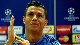 Cristiano Ronaldo reagierte bei der Champions-League-PK gereizt auf Fragen zu Lionel Messi.